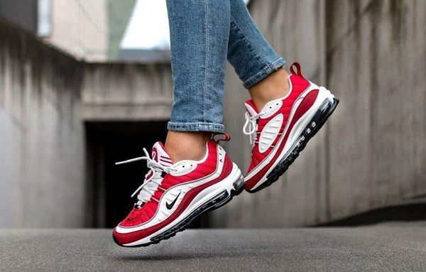 Nike Air Max 98 Gym Red in jump