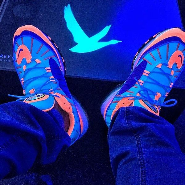 Nike Air Max 98 Cone on foot 2